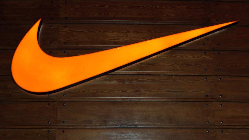 Nike20logo20on20wall.jpg.jpg_38538232_ver1.0