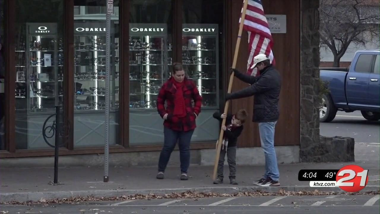 Bend Parade of Flags honor veteran