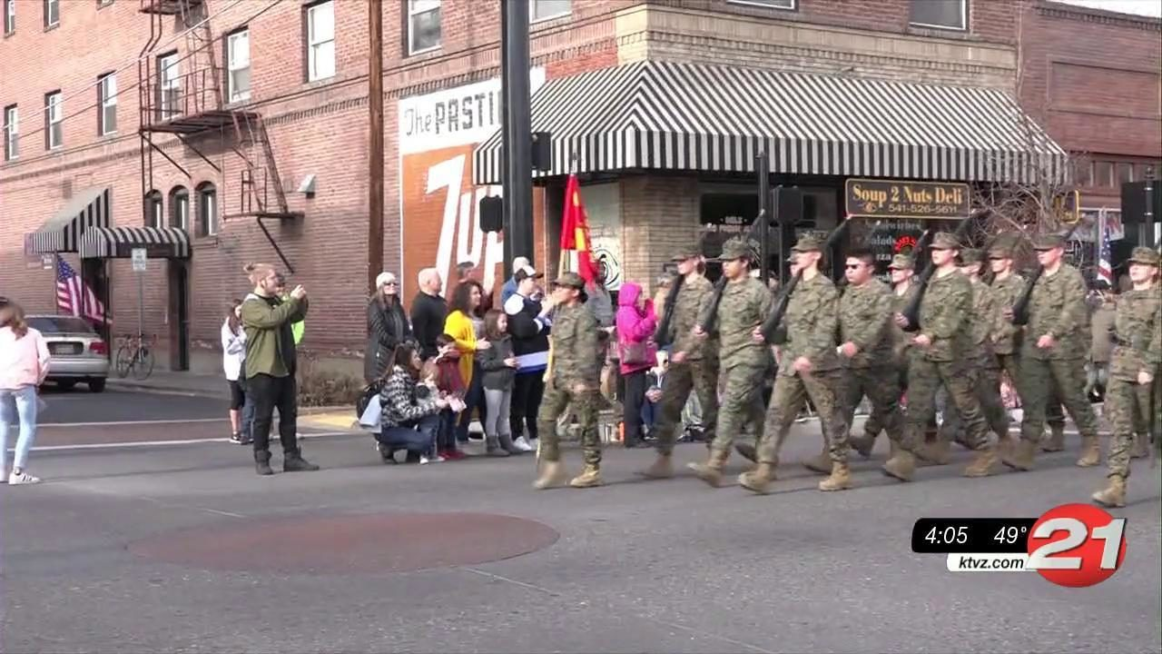 Redmond turns out to honor veterans